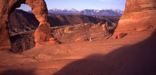 Delicate Arch, Utah: The family hikes together
